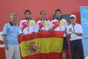 Luisa Mar Morales, con Albert Alemany y Antonio Arroyo, acompañados por el presidente de la RFEN (izqda)